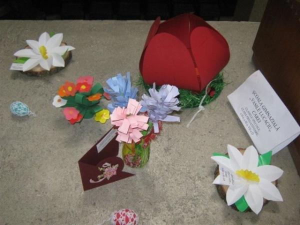 Copii cu nevoi speciale de la Şcoala Vasile Lucaciu se pregătesc  de sărbători