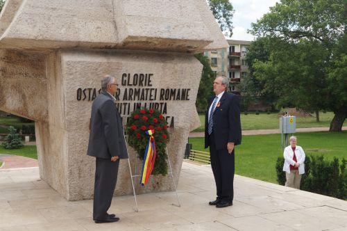 Depuneri de coroane de Ziua Eroilor la Monumentul Ostașului Român