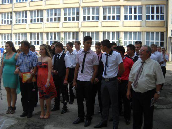 """Absolvenţii  Şcolii  profesionale de la Liceul Tehnologic """"Simion Bărnuțiu"""" Carei"""