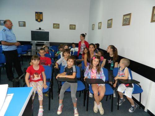 """Copiii jandarmilor sătmăreni s-au distrat de minune la  """"Jocurile vacanţei de vară la JANDARMERIA Satu Mare"""""""
