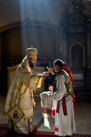 """""""Sunt puţine naţiunile europene care datorează atât de mult bisericii şi clerului cât datorează românii din Transilvania şi Ungaria"""". Interviu cu Doamna Maria BERÉNYI"""