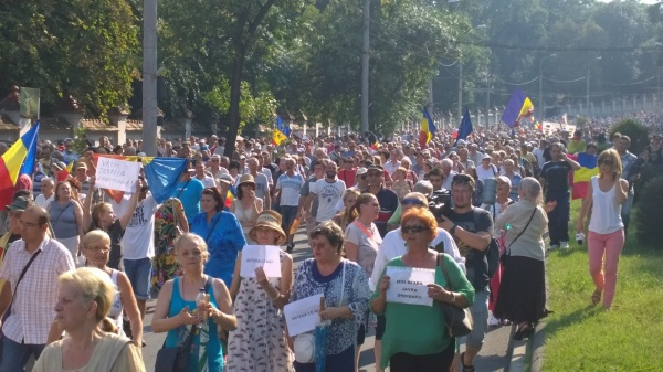 Circulaţie blocată şi incidente la protestul organizat de Antena 3