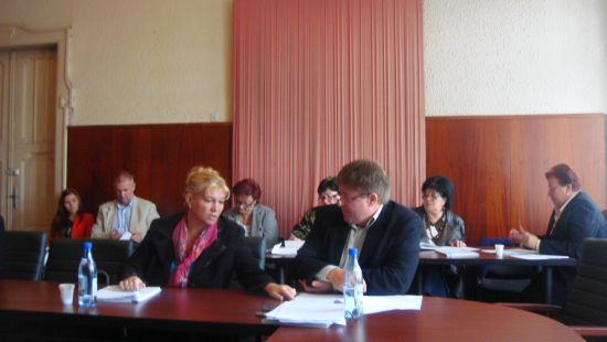 Consilierii locali şi judeţeni care au migrat îşi pierd mandatul