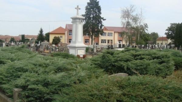 Revoltător.Eroilor români li se refuză preţuirea.Cine administrează Cimitirul Eroilor Români din Carei?