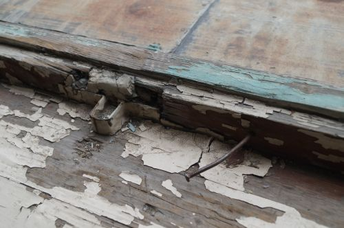 Se va moderniza Şcoala Vasile Lucaciu. Doar Buletin de Carei a scris despre starea geamurilor care se închid cu cuiul