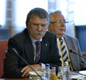 Scandal în Parlamentul Ungariei: Liderii maghiari au luat foc la întrebările tinerilor români prezenţi la o dezbatere internaţională