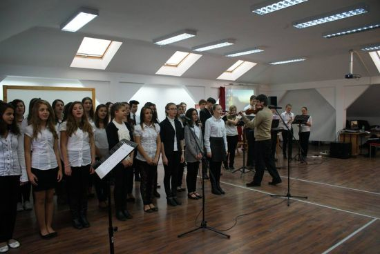 Liceul Teoretic a sărbătorit în avans Ziua Armatei
