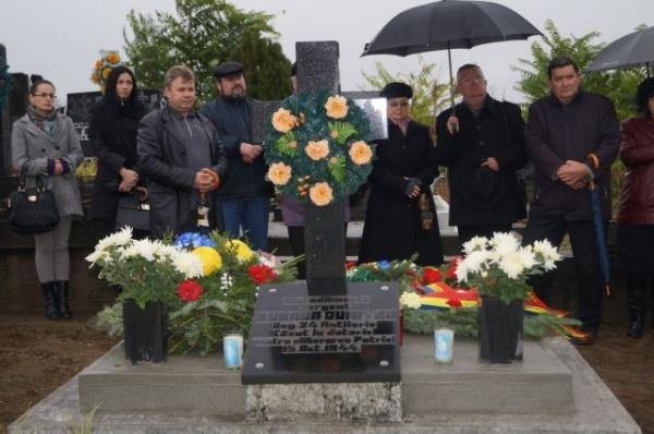 Academia Română  prezentă la mormintele eroilor din zona  Careiului cu jerbe de flori