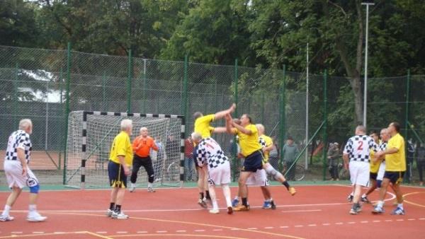 Handbaliştii băimăreni au făcut spectacol la Carei