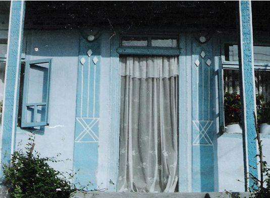 Simboluri de pe Tăblițele de la Tărtăria, descoperite astăzi pe casele tradiționale din Bucovina