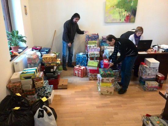 """""""Cutia cu daruri"""" – campanie de strângere de cadouri pentru centre de plasament"""