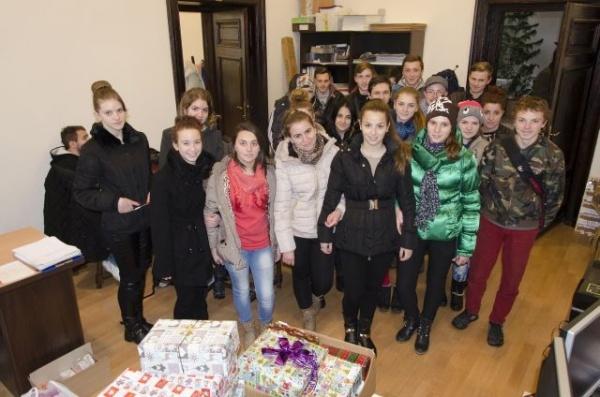 """""""Cutia cu daruri"""" de la Carei – campanie de strângere de cadouri pentru centre de plasament"""