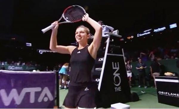 """Simona Halep s-a calificat """"en fanfare"""" în semifinale"""