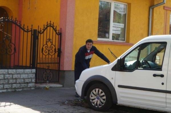 Atacuri mârşave în Carei! Maşinile  unui consilier liberal, vandalizate