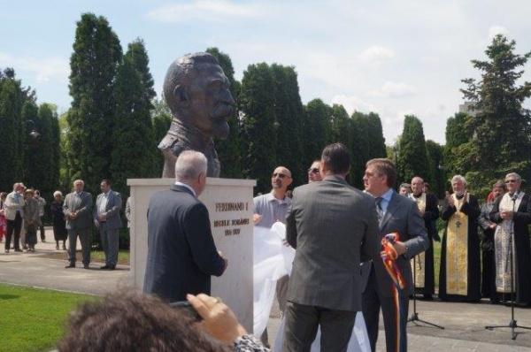Scandalos: Administraţia locală a amplasat în Carei bustul regelui Ferdinand fără avizele necesare