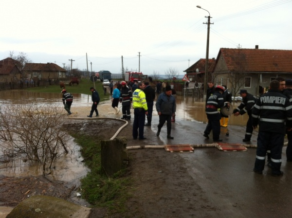 Inundațiile fac ravagii în judeţ