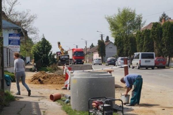 Extinderea reţelei de apă-canal în plină desfăşurare