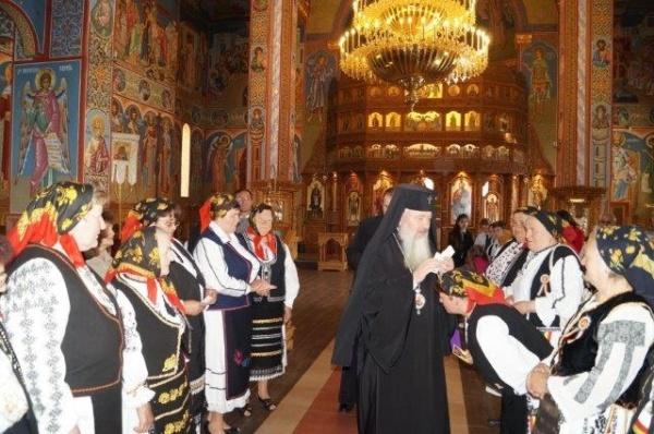 IPS Mitropolitul Andrei Andreicuţ la Liturghia de la Mănăstirea Nicula