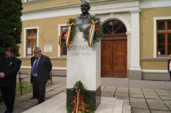 Carei: Depuneri de jerbe la busturile revoluţionarilor de la 1848