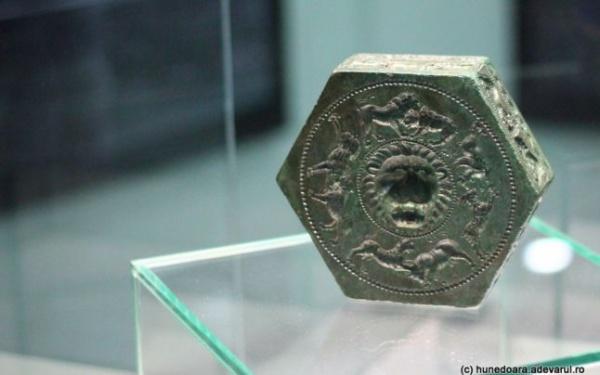 """Descoperirea fabuloasă din Sarmizegetusa Regia ţinută """"la secret"""" timp de doi ani: matriţa antică a bijutierului din capitala Daciei"""