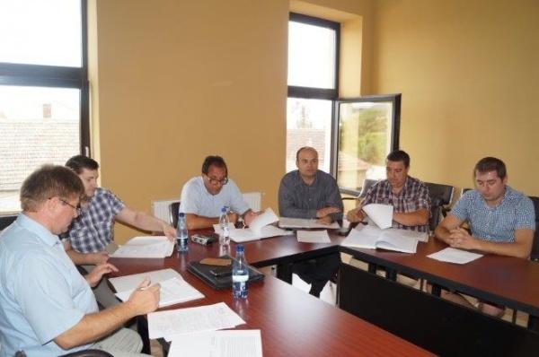 În lipsa primarului Kovacs, consilierii aprobă Monumentul Comemorativ pentru refugiaţii români