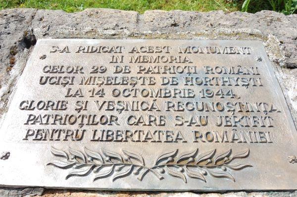 Revoltător: MONUMENTUL DE LA MOISEI vandalizat