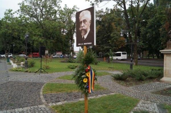 Liberalii sătmăreni marchează Ziua aniversară a partidului la bustul lui  I.C. Brătianu. Cei careieni la bustul Regelui Ferdinand