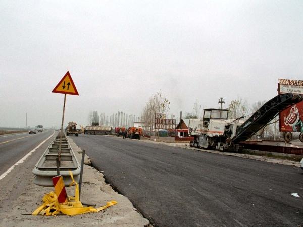 Unii asfaltatorii români au început să cadă pe capete