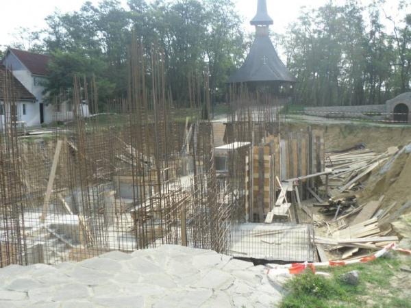 Ciment furat de la mănăstirea Scărişoara Nouă