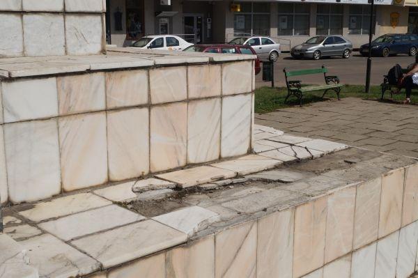 Stalinism. Fanii primarului  UAT Municipiul Carei scot din oraş persoanele care semnalează problemele din administraţie