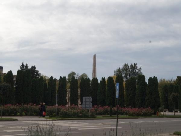Primăria Carei menţine camuflajul la obiectivul Monumentul Ostaşului Român