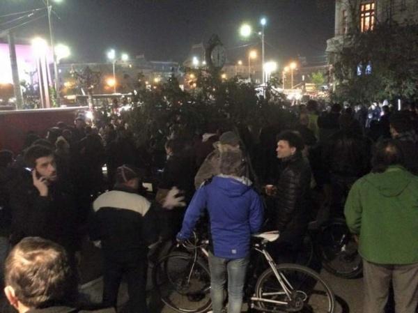 Mii de oameni cer în stradă demisia lui Piedone si a Guvernului