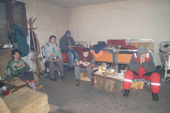 Alba-neagra cu adăpostul de noapte din Carei