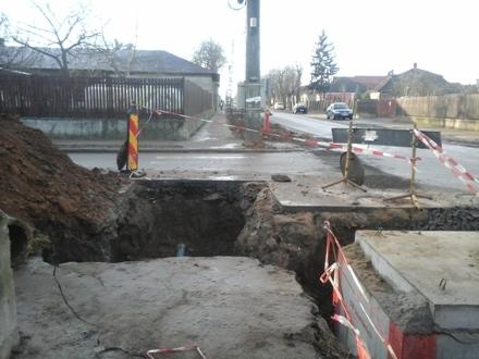 Accident spectaculos în Carei pe motiv de …groapă Masterplan Apaserv