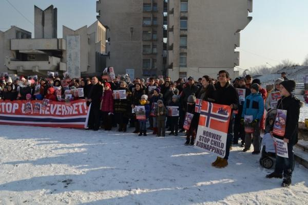 Proteste la Satu Mare şi Oradea pentru reunirea familiei Bodnariu