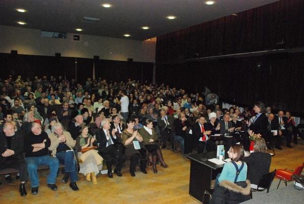 400 de oameni la lansarea cărții NU VENIM DIN LATINĂ