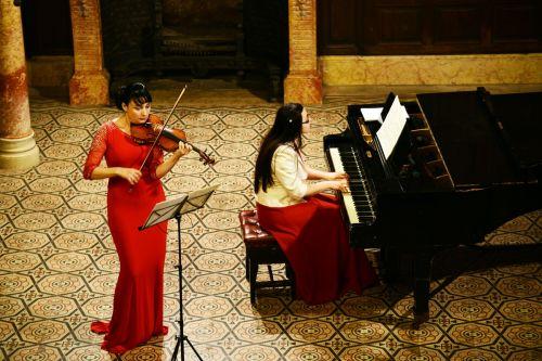 Stela Danciu și Lavinia Ardelean în concert de vioară şi pian