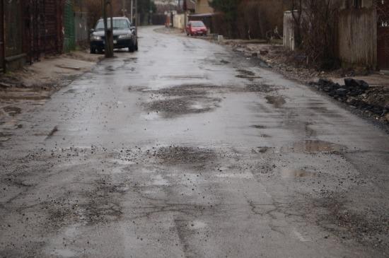 Drumul Grădina Viilor din Carei, asfaltat în bătaie de joc pe Bani Europeni. Primăria TACE