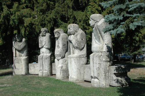 Mitropolitul Bartolomeu și Sculptorul Gheza Vida. Doi magnifici ai culturii române  s-au întâlnit la Baia Mare în 1973