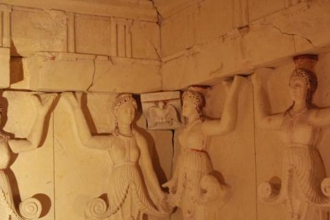 Vulturul valah şi bourul moldovenesc, sculptaţi în mormântul lui Dromihete