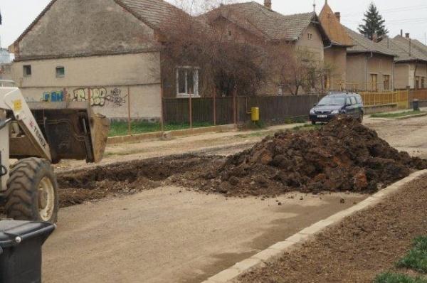 S.O.S.!!! ŞOC şi GROAZĂ la Carei! Se surpă pământul pe unele porţiuni după lucrările Apaserv cofinanţate  de UE