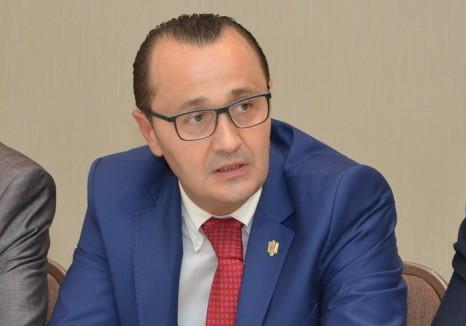 """Prefectul de Bihor a """"demis"""" 127 primari şi consilieri traseişti, care candidează pe 5 iunie pentru alt partid decât în 2012"""