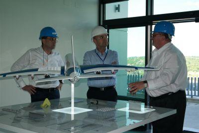 Prefectul Radu Bud a vizitat fabrica de avioane de la Dumbrăvița (MM) care va deschide o secție la Medieșul Aurit