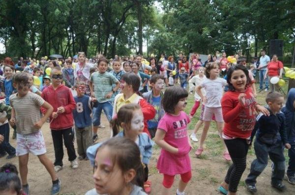 Atmosferă de Zilele Oraşului la sărbătoarea de 1 Iunie din parc