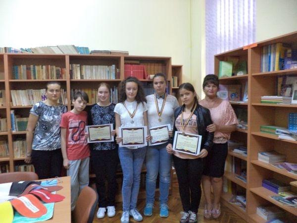 """Premianţii Şcolii Gimnaziale 1 la """"Pledoarie pentru excelență"""""""