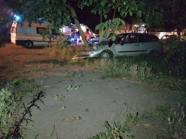 Raliu între 2 maşini pline cu tineri  terminat la Spital. Accidentul a blocat strada Petoffi fostă Duzilor