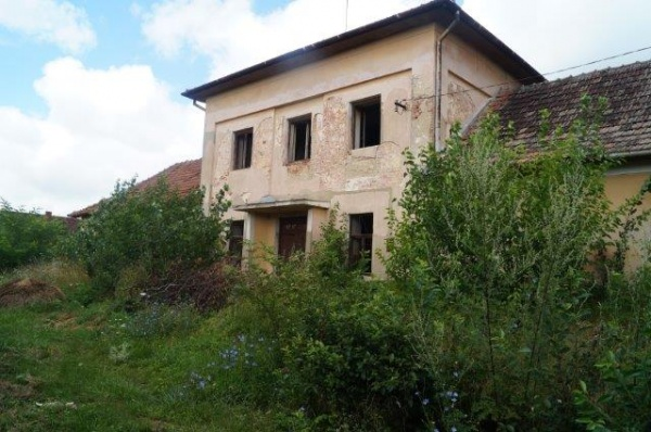 Primăria Carei faţă de satul Ianculeşti. Totul pentru Lac nimic pentru Căminul Cultural