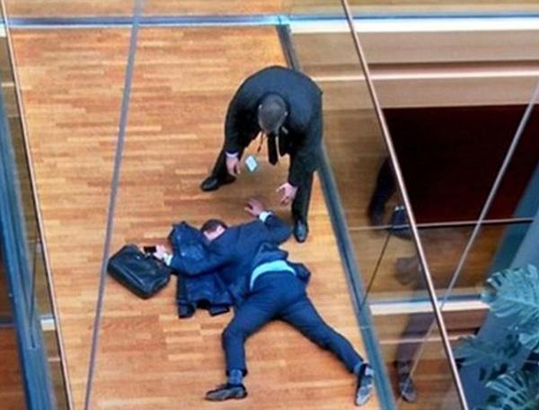 Bătaie-bătaie între europarlamentari. Protagoniștii nu sunt români ci britanici
