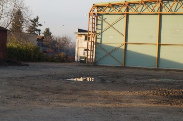 Buletin de Carei a curățat și terenul din jurul sălii de sport