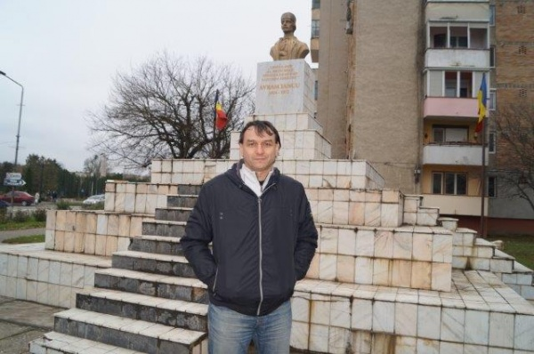 Andrei Păunescu denigrat de finul primarului careian susţine păstrarea bustului lui Avram Iancu. Limba română se vorbeşte din nou în clasele de meserii după intervenţia Buletin de Carei